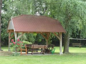 altán v zahradě, penzion Fořtovna, Písecko, jižní Čechy