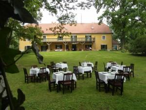 venkovní slavnost v zahradě penzionu Fořtovna, Písecko, jižní Čechy